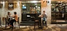 Dennis Kolberg in einer Bar in Sao Paulo
