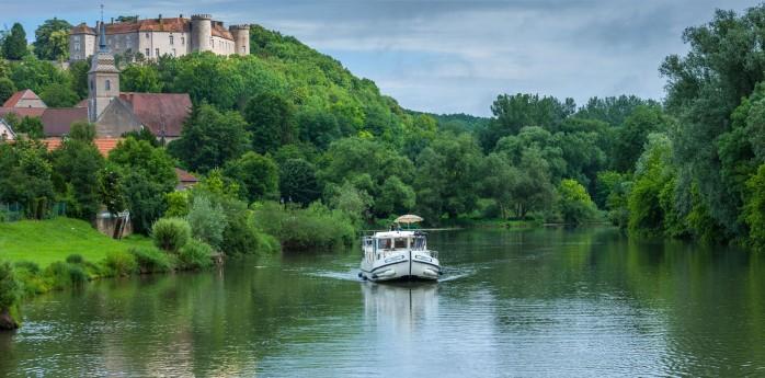 Vacances-fluviales-sur-la-Saone-a-Ray-sur-Saone