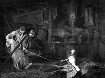 Abstich Hochofen Huckingen 1936 (Szenenbild Ruttmann-Film)