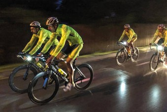Nachtfahrten waren beim RAAM nicht unproblematisch – die Fahrer mussten versuchen, immer im Lichtkegel des Begleitfahrzeugs zu bleiben