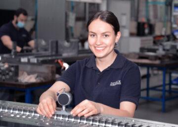 Industriemechanikerin bei der DESMA