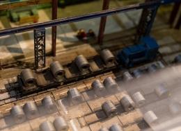 42.-Eisenbahn-Modell-mit-Stahl-Coils