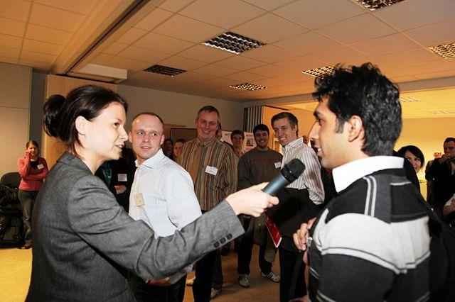 2010/03/11 - Student im Gespräch beim PrakTisch Event